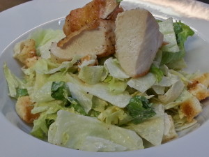 Caesar salát s kousky kuřete