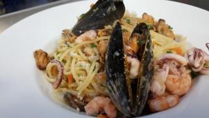 Špagety, slávky, kalamáry, krevety